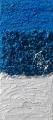 Composizione di materia azzurra e bianca